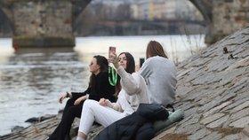 Místo února jaro? V Česku bylo přes 18 °C, teplo vydrží i začátkem týdne