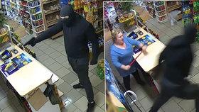 Bojovnice proti zločinu zaútočila mopem: Lupič s pistolí neměl proti ní šanci!