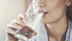 Máte stále žízeň? Možná vás trápí jedna z těchto nemocí