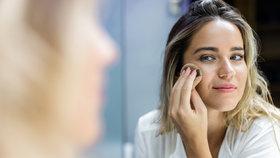 Testování make-upů: Je lepší tekutý, v tyčince nebo v houbičce?