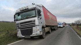 Na Náchodsku se srazila autoškola s kamionem: Řidič s instruktorem od nehody ujeli?!