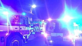 Hořel rodinný dům v Litni: Požár ohrozil 16 lidí, čtyři se zranili!