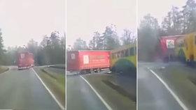 Srážku vlaku a náklaďáku u Příbrami natočila kamera: Řidič neslyšel houkání?!