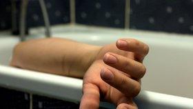 Dívku (†11) probil ve vaně mobil, mrtvou ji našla maminka