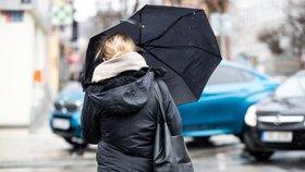Pražané, připravte si deštníky: Celý týden proprší, ve čtvrtek bude až 18 stupňů