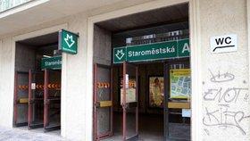 Druhý výstup z metra Staroměstská má usnadnit cestu na náměstí. Praha zadá studii na dostavbu, co je ve hře?