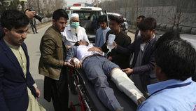 Výbuch při vzpomínkovém aktu: 27 mrtvých v Kábulu, na místě byl i přední politik