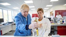 Účinná vakcína proti koronaviru je blíž? Učí tělo vzdorovat nákaze, premiér jí značně věří
