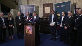"""Vysílali jsme: Nová opatření kvůli koronaviru, omluva Vojtěcha a """"práskač"""" Babiš"""