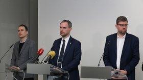 Koronavirus: Praha hlásí nedostatek respirátorů.  Zavede nutriční balíčky pro seniory