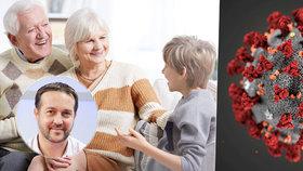 Školáky k babičce a dědovi nedávejte, varoval kvůli koronaviru epidemiolog rodiče