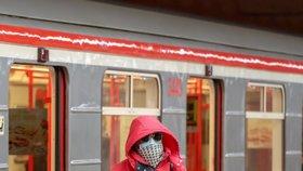 Omezte dopravu! vyzývá Praha Středočeský kraj: Cestujících je až o devadesát procent méně