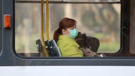 Koronavirus v Praze: Méně cestujících v MHD, ubylo i aut na silnicích