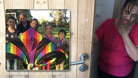 Babičku, která se stará o 4 vnoučata, napadla dvojice mužů: Vykopli jí dveře a vyhrožovali