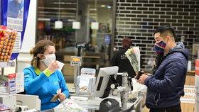 Zavření obchodů v neděli: Maláčová a Babiš pro, Prouza vytáhl 17 tisíc lidí bez práce