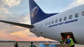 Letadlo z Turecka: Do Prahy v pátek přiveze 500 tisíc respirátorů FFP2