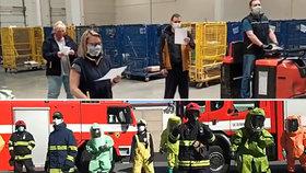 VIDEO: Zpěvem a tancem proti koronaviru: Pražští hasiči si střihli taneček, pošťáci zpívali
