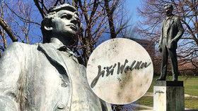 Z podstavce shlíží bronzový Jiří Wolker (†23) na zeleň mezi betonem. Sochy se »dočkal« 63 let po smrti