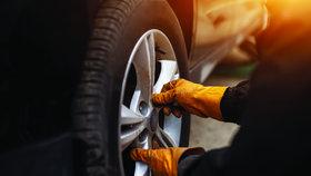 Přezouvání pneumatik - jaro klepe na dveře!