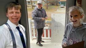 Učitele velebí za osobní přístup: Nechápavé žáčky vzdělává skrz zavřené dveře