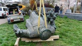 """Odstranění sochy Koněva nadzvedlo Rusy. """"Nezůstane to bez reakce,"""" vyhrožuje velvyslanectví"""