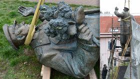 Konec maršála Koněva v Praze 6: Kontroverzní sochu odstranili! Zeman: Zneužití krizového stavu