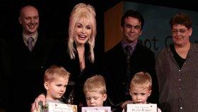 Zachránkyně rodičů Dolly Partonová: Ví, jak v karanténě zabavit tisíce dětí naráz!