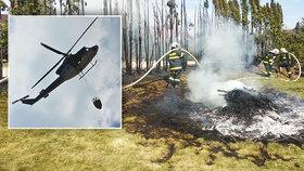 Na Jablonecku vzplálo 15 hektarů lesa: Lidé pálí, co mohou, stěžují si hasiči. Hasit pomáhá i vrtulník