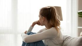 Náladovost, úzkost i deprese! Jak pomoct dospívajícím v době pandemie?