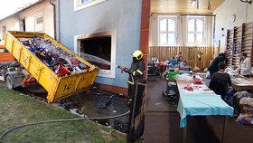 Ničivý požár dílny zastavil ve firmě Noe výrobu roušek: Díky pomoci místních švadlenky znovu šijí!