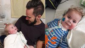 Zápal plic, 12 dní v umělém spánku a čekání na diagnózu: Rodiče Oliverka (1,5) prožili peklo, doufají v zázrak