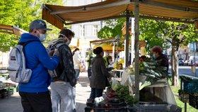 Pražané vzali farmářské trhy útokem: Prodejci i nakupující ale musí dodržovat pravidla