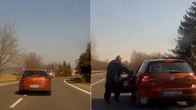 Řidička jezdila autem křížem krážem: Nadýchala skoro tři promile!