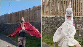 I tohle s vámi udělá karanténa! Žena sebe i svého psa obléká na procházky do bizarních kostýmů