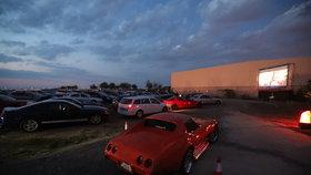Skončilo dřív, než začalo: Autokino u Šárky nesehnalo dost peněz, promítne jen jeden film