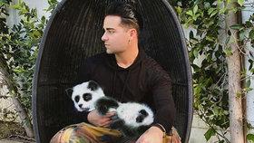 Pro slávu cokoli! Youtuber udělal ze svého psa pandu, lidé se baví i nadávají