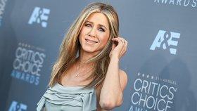 6 kousků v šatníku: Na které nedá dopustit Jennifer Aniston?
