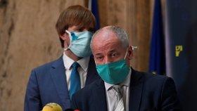 Proti koronaviru je imunní jen málo Čechů. Prymula: Na přenos nákazy stačil jogurt
