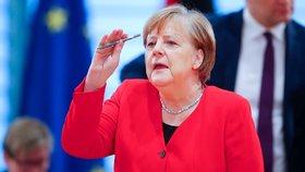 Merkelová chce začít otevírat německé hranice. Ukázala ale i na kontroly z české strany