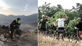 Na kole z Athén do Tokia: Neuvěřitelné dobrodružství dvěma nadšencům překazil koronavirus