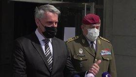 Metnar ocenil vojáky za boj s koronavirem. Už má dost toho, že jsou se škrty první v řadě