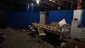 Rušil ho hluk z narozeninové oslavy: Muž hodil k sousedům granát, zranil 11 lidí