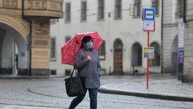 Největší ochlazení za 15 let. Ledoví muži přinesli až 20 cm sněhu i mráz, sledujte radar Blesku
