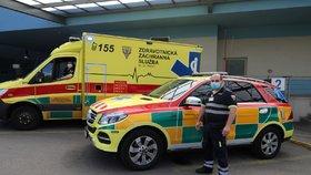 VIDEO: Hlasité díky zdravotníkům! Na jejich počest se rozezněly zvony i houkačky, takhle děkovali v Praze