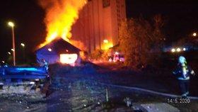 V Řeporyjích hořela drážní budova. Dvě hodiny zabraly hasičům, než oheň zkrotili