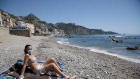 Italové v pondělí otevírají pláže a od června můžou přijet i Češi. A Rakousko omezí kontroly