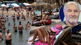 V Řecku je na plážích nával. Papež o dovolené: Nejschůdnější je Jadran, Itálie riziková