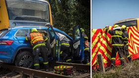U Frýdku-Místku se srazil Kodiaq s vlakem: Řidička bojovala o život