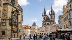 Naděje na záchranu turistické sezony? Česko míří na Francouze, u sousedů přitom Paříž zčervenala