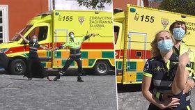 """Dojemné video pražských záchranářů! Předvedli tak trochu jiný """"koronavirový tanec"""": Díky, že nám pomáháte"""
